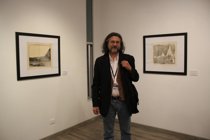 Roberto Fernandez Ibáñez at his exhibition