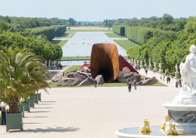 """Anish Kapoor, Dirty Corner, 2011-2015. © Seixas .""""Anish Kapoor"""" at Château de Versailles, Versailles (2015)"""